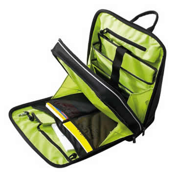 The backpack opens wide for packing. The two bellows pockets on the side help to prevent the contents from falling out.