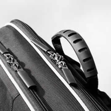 A sturdy rubberised handle is used for carrying by hand. The back shell has a secret compartment for safe storage of documents up to size DIN A4. There is a lock to secure the two zips.