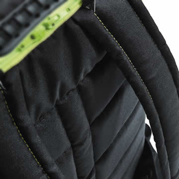 The back cover is lined, and horizontal and vertical ventilation grooves 5 provide pleasant ventilation for the back.