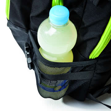 A drinks bottle can fit neatly in the mesh side pocket on the outside.